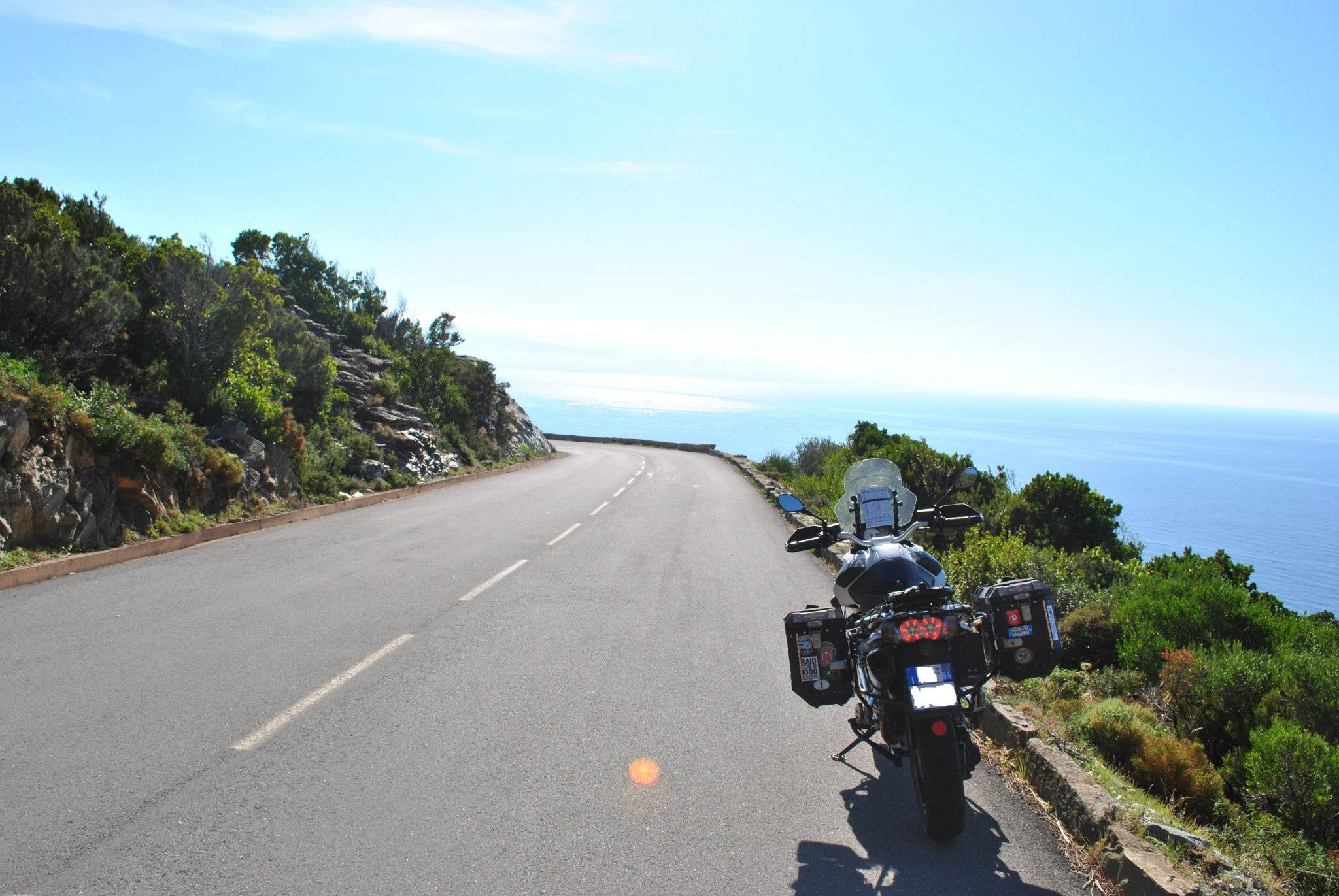 Come viaggiare in moto d'estate